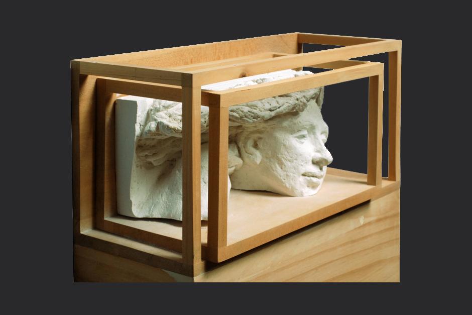 mi silencio mi recuerdo. ensamblaje madera y yeso. 2007. 39x40x12cm
