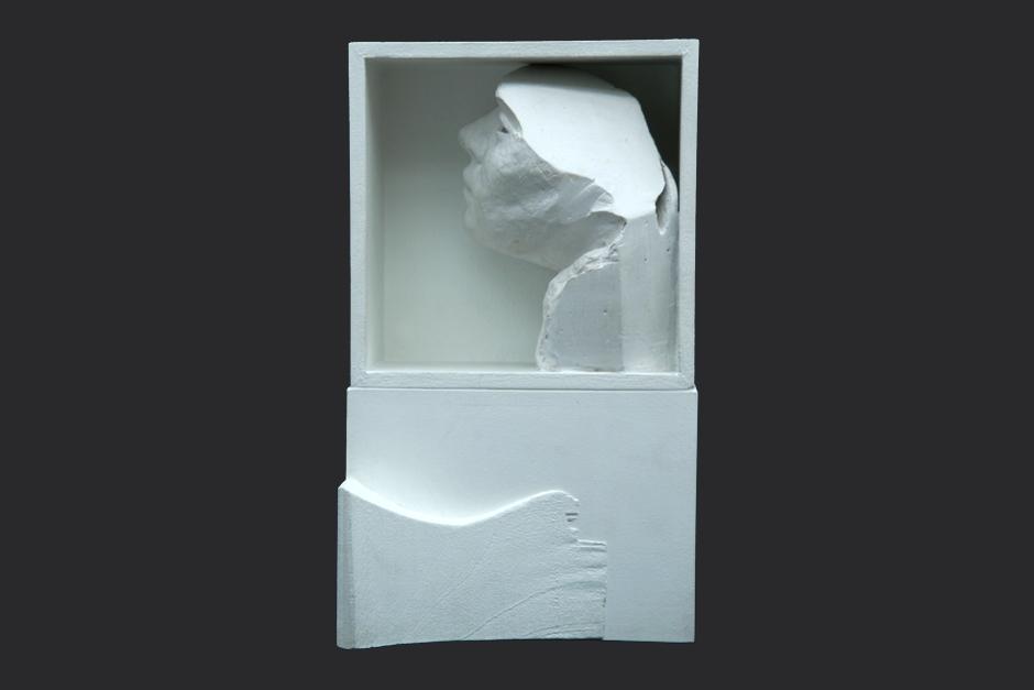 ventana de la noche. ensamblaje madera y yeso. 2003. 29.5x17.5x13cm