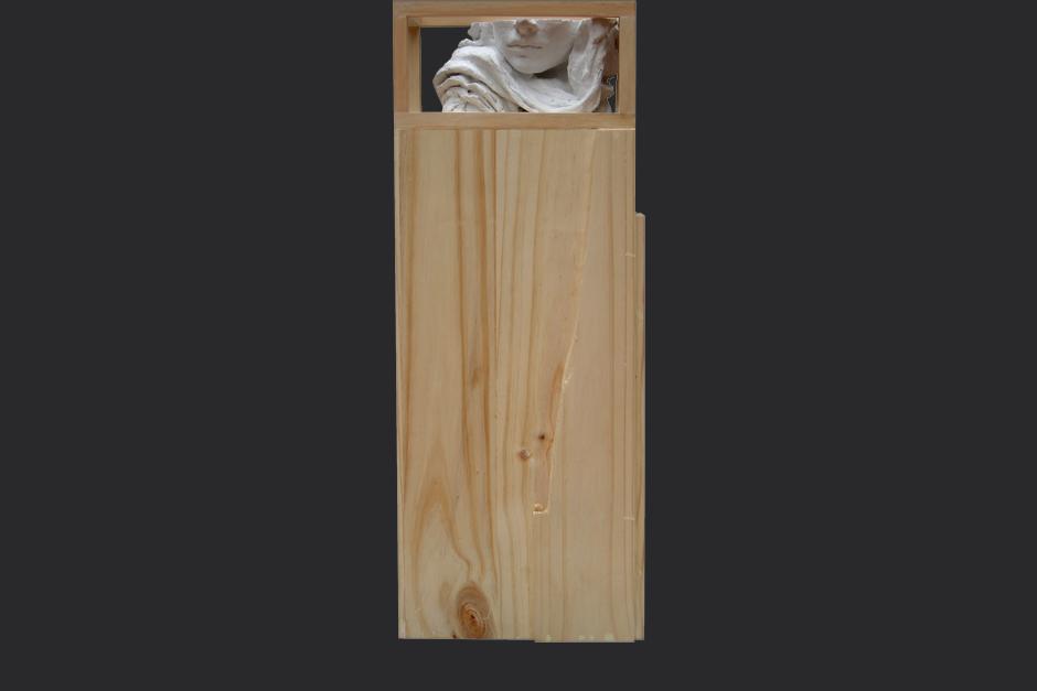 en la memoria de mi boca. ensamblaje madera y yeso. 2004. 100x36x25cm