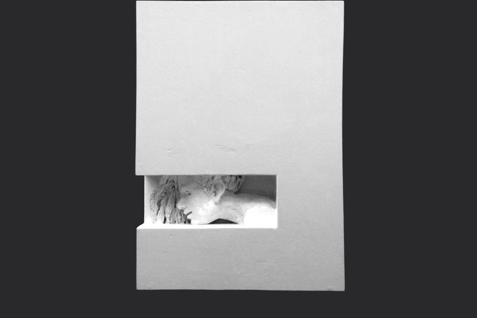 escrito en un muro. ensamblaje madera y yeso. 2004. 45x32.5x33cm