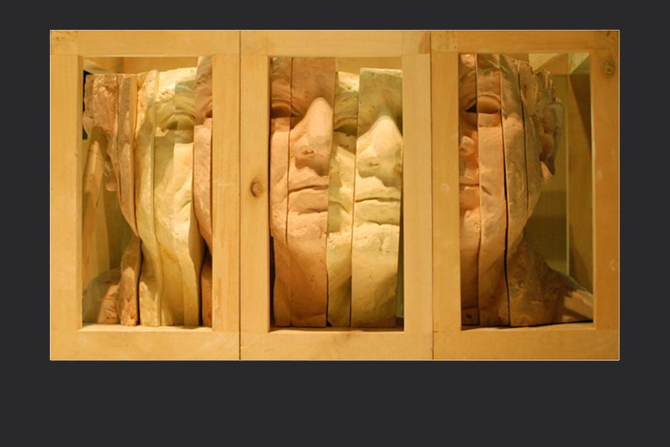 Álvaro Medina, retrato de la serie cantos de silencio. ensamblaje madera y yeso. 2004. 35x12.5x8.5