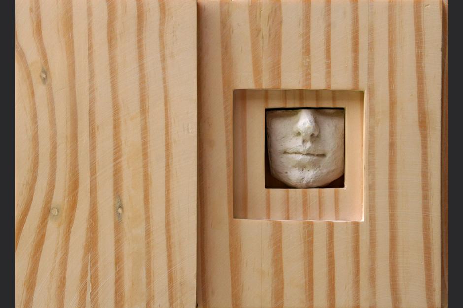 si hay un día. ensamblaje madera y yeso. 2007. 20x26.5x5.5cm