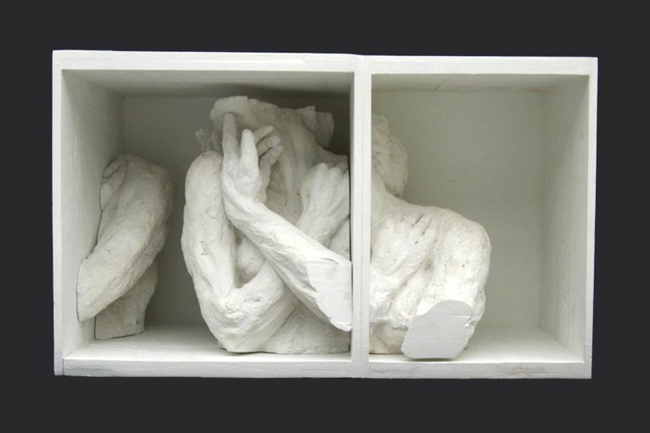 sonámbula dentro de mí. ensamblaje madera y yeso. 2003/4. 75x45.5x41cm
