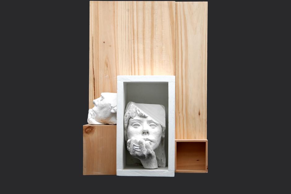 y sea noche, y sea silencio, y yo. ensamblaje madera y yeso. 2004. 63x44x24cm